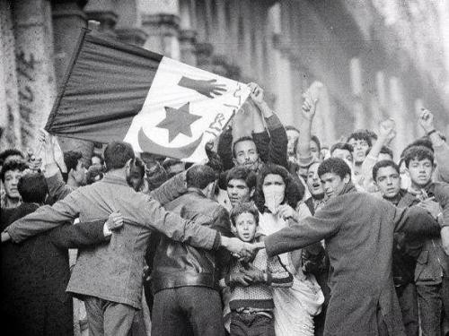 Manifestation_nationalistes_du_8_mai_1945_Sétif.jpg