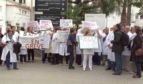 large-الأطباء-يتمسكون-بمواصلة-الإضراب-80634.jpg